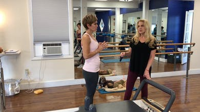 Reformer Knee Stretch - Scooter Single Leg by Zayna Gold Online