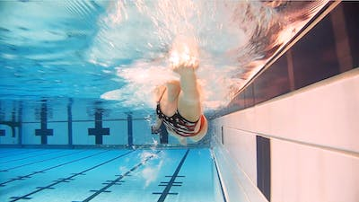 Head Up Freestyle: Chloe Sutton by Fitter and Faster Swim Tour