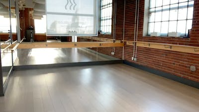Barre + Core + Stretch with Crystal 50 mins April 9, 2020 by Barre Body Studio