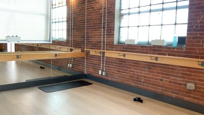 Barre Body Fit  with Emma 50 mins April 15, 2020 *reloaded* by Barre Body Studio