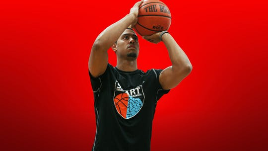 Shooting by Smart Basketball Training